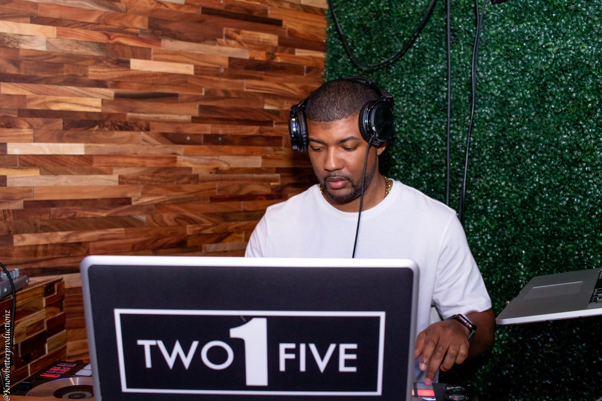 DJ Two1Five